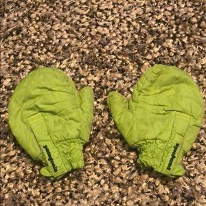 Patagonia Baby Puff mitts, green